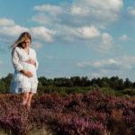 Sesja brzuszkowa – fotografia dla par i młodych rodziców